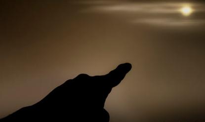 月亮弯弯的像「镰刀」