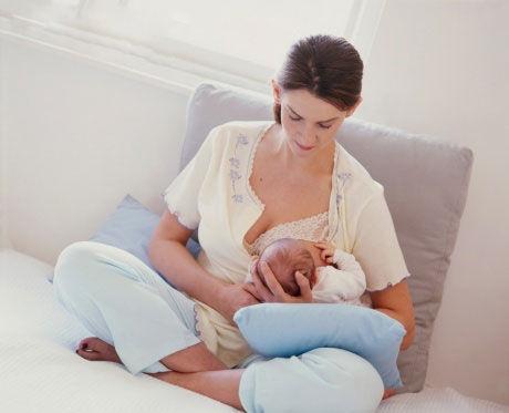 注意!新生寶寶請勿哺乳前餵養
