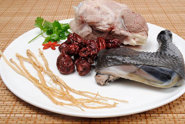 孕第10周推薦菜譜:乾貝烏骨雞