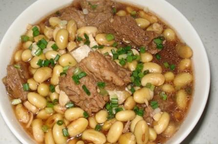 孕妇补钙食谱:黄豆排骨汤