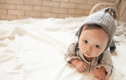 寶寶穿太多得肺炎!一招看寶寶冷or熱