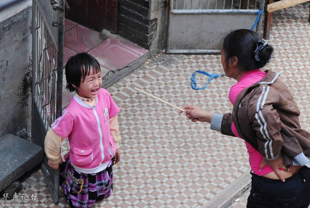 """亚洲爸妈习惯打骂孩子但都教不会,那是因为他们不知道这种美国爸妈""""坚持零体罚""""的正确教育方法!"""